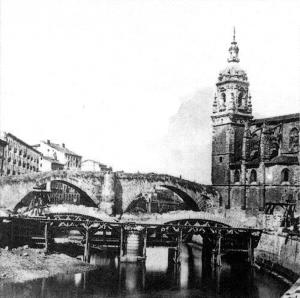 Figura 7. Puente de San Antón viejo en pie y el nuevo en ejecución.